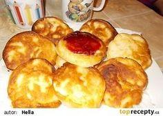 Nadýchané lívanečky s jablky recept - TopRecepty.cz Czech Desserts, Pretzel Bites, French Toast, Muffin, Food And Drink, Treats, Cheese, Breakfast, Sweet