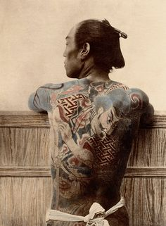 ORIGINAL DESCRIPTION: Paysan Tatoué Japan, about The technique of traditional Japanese tattoo has several names, irezumi or horimono. Photo Japon, Japan Photo, Et Tattoo, Tattoo Henna, Samurai Photography, Art Photography, Japanese Culture, Japanese Art, Japanese Dragon