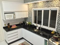 Loft House, Kitchen Cabinets, Nova, Home Decor, Design Interiores, Rv Storage, Kitchen With Window, Decorating Kitchen, Kitchen Design