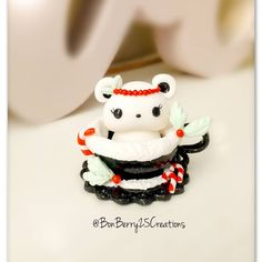 Hey everyone! This time it's a Black Xmas Polar Bear! Anyone else find black xmas decors so pretty, cool and chic at the same time? Polymer Clay Kawaii, Xmas Decorations, Polar Bear, Christmas Ornaments, Cool Stuff, Holiday Decor, Pretty, Artist, Chic
