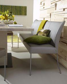 Heb je ooit wel eens gedacht aan een eetbank in plaats van eetkamerstoelen? Het Nederlandse design meubel merk Bert Plantagie heeft deze prachtige eetbank Monica in hun collectie. Eensieraadvoor aan elke eettafel of als losstaand bankje bij een bureau.