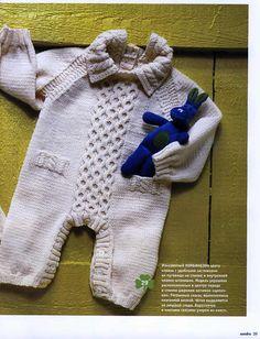 Вязаный белый комбинезон для ребенка