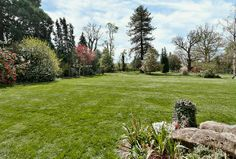 A lovely property occupying the western wing of a country residence in a discreet wooded position yet nearby to the town of Chertsey with its excellent day to day amenities. #Chertsey #Property www.bartonwyatt.co.uk