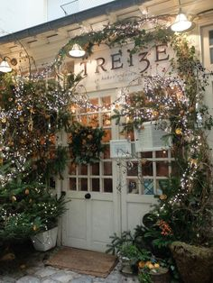 We asked La Vie Ann Rose. Ah, Paris. There are few places in the world that are more charming or romantic. , hotels, restaurants, and. Paris Torre Eiffel, Tour Eiffel, Paris Travel, France Travel, Places To Travel, Places To See, Travel Destinations, Dream Vacations, Disney Vacations