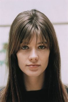 A true Bella Donna: Françoise Hardy. Implecable hair. I love her flat eyes, perfect nose with no freckles, brunette hair and plain lips.