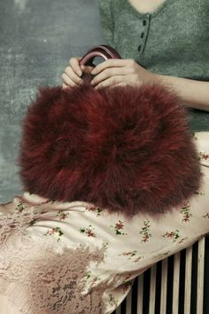 bienenkiste: Photographed by Nicole Maria Winkler for Elle Collections UK Fall 2013 Fashion Moda, Fashion Bags, Fur Fashion, Fashion Handbags, Piel Natural, She Walks In Beauty, Fur Bag, Fur Purse, Armani Prive