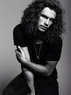 Long Curly Hair Men, Curly Hair Cuts, Curly Hair Styles, Natural Hair Styles, Men With Long Hair, Dream Hair, Messy Hairstyles, Hairstyle Man, Good Looking Men