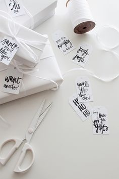 DIY Kerst gift tags (free-printable) met teksten als 'Ho ho ho' en 'You will like this one' // via almost makes perfect Free Printable Christmas Gift Tags, Holiday Gift Tags, Christmas Gift Wrapping, Christmas Gifts, Printable Tags, Christmas Flatlay, Christmas Tables, Nordic Christmas, Modern Christmas