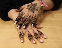 In order to style you with a plethora of mehendi designs for almost all occasions, we here have brought you 20 modern mehndi designs for hands. Very Simple Mehndi Designs, Modern Mehndi Designs, Beautiful Mehndi Design, Latest Mehndi Designs, Bridal Mehndi Designs, Henna Designs, Mehndi Desing, Mehndi Style, Mehndi Designs For Fingers