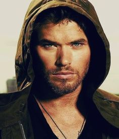 Kellan Lutz :-) he was on the twilight saga Kellan Lutz, North Dakota, Gorgeous Men, Beautiful People, Pretty Men, Hercules Movie, Twilight Stars, Twilight Cast, Pose