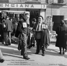LAS CARAS DEL RASTRO EN 1964 (l) Foto Madrid, Monochrome, Barcelona, Spain, Street Style, In This Moment, Concert, Pictures, Photography