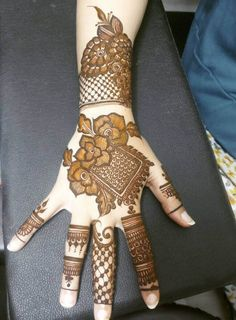 50 Most beautiful Amritsar Mehndi Design (Amritsar Henna Design) that you can apply on your Beautiful Hands and Body in daily life. Floral Henna Designs, Latest Bridal Mehndi Designs, Stylish Mehndi Designs, Mehndi Designs 2018, Henna Art Designs, Mehndi Designs For Beginners, Mehndi Designs For Girls, Wedding Mehndi Designs, Mehndi Designs For Fingers