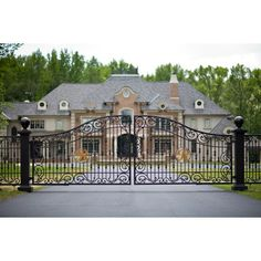 40 Awesome wrought iron driveway gates designs images Wrought Iron Driveway Gates, Front Gates, Farm Entrance, Entrance Gates, House Gate Design, French Country House, Steel Doors, Facade House, Garden Gates