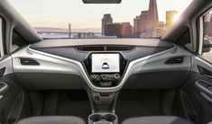 Genera Motors a préparé une voiture autonome sans volant ni pédales qui va commencer à fonctionner en 2019 (s'ils partent bien sûr) Développée sur le châssis et la carrosserie d'une Chevrolet Bolt (la voiture électrique de General Motors), est une voiture autonome de niveau 5 c'est-à-dire ne nécessite pas la moindre intervention humaine pour circuler.