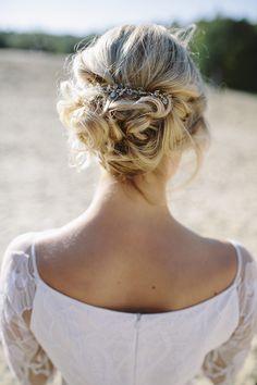Hochzeitsideen mit Glitzer   Friedatheres.com   Fotos: Manuela Richter Fotografie Kleider: Seeweiss Headpieces: Kopflegenden Haare und Make-Up: Rouge Rosé