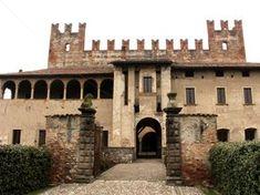 Il Castello di Malpaga si trova a Cavernago vicino a Bergamo. Bella meta il weekend. E' possibile effettuare una visita guidata nei seguenti orari.
