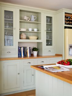 An example of a Shaker glazed dresser that's built into the kitchen. Shaker Kitchen, Kitchen Pantry, New Kitchen, Kitchen Dining, Kitchen Cabinets, Kitchen Ideas, Dining Room, Country House Interior, Craftsman Kitchen