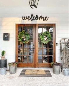 Home Remodel Modern 30 Gorgeous And Inviting Farmhouse Style Porch Decorating Ideas.Home Remodel Modern 30 Gorgeous And Inviting Farmhouse Style Porch Decorating Ideas Vintage Farmhouse, Modern Farmhouse, Farmhouse Style, Farmhouse Decor, Farmhouse Signs, French Farmhouse, Deco Champetre, Farmhouse Front Porches, Country Porches