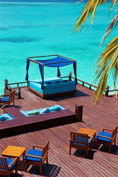 ☼ Life by the sea - Sheraton Maldives Full Moon Resort & Spa—Anchorage Bar - day bed