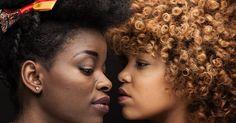 Crépues et fières de l'être.  La plupart des Noirs «naturels et heureux» trouvent plus difficilement du travail en France notamment parce que leur coiffure est encore perçue comme «négligée», affirme Valérie Bonnefons. En savoir plus sur http://www.lemonde.fr/societe/article/2015/02/05/crepues-et-fieres-de-l-etre_4570832_3224.html#4pzdBdkRJ61kSHMK.99