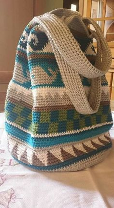 This Pin was discovered by Azr Free Crochet Bag, Love Crochet, Diy Crochet, Crochet Crafts, Crochet Projects, Tapestry Crochet Patterns, Crochet Motifs, Crochet Stitches, Crochet Handbags