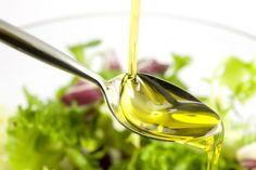 Como deixar o óleo com sabor de azeite de oliva. Dica para deixar o óleo ficar com sabor de azeite de oliva. Para deixar o óleo de cozinha ficar com sabor de azeite de Vinaigrette Ww, Olive Oil Nutrition, Nutrition Tips, Cocina Light, Ard Buffet, Milk Thistle, Thistle Seed, Healthy Oils, Lower Cholesterol