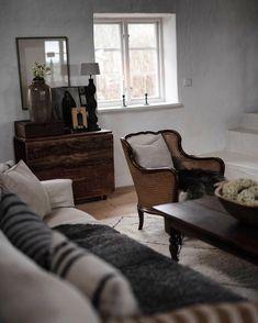 """Marianne Wikner on Instagram: """"Trettondagsafton. Vi har fått lite snö och vinter på Österlen. Julen är befriande utstädad. Och dagen ligger fortfarande orörd. Bästa…"""" Lounge, Couch, Furniture, Instagram, Home Decor, Mariana, Chair, Airport Lounge, Drawing Rooms"""