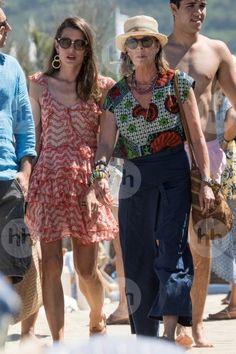 Charlotte Casiraghi, in vacanza con mamma - VanityFair. Princess Grace Kelly, Princess Alexandra, Princess Stephanie, Charlotte Casiraghi, She Walks In Beauty, Monaco Royal Family, Iconic Dresses, Glamour, Saint Tropez
