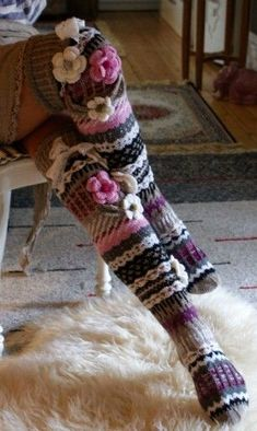 ideas crochet socks pattern knee highs libraries for 2019 Crochet Socks Pattern, Crochet Shoes, Crochet Slippers, Love Crochet, Crochet Clothes, Crochet Flowers, Crochet Wool, Crochet Granny, Loom Knitting