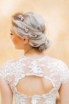 Brautfrisur mit Haarschmuck von sibodesign . Photo: Sedefyilmaz Kleid: qaragma , bridalhair, Wedding , hairstylist , chignon , updo , Hochzeit , weddinginspo