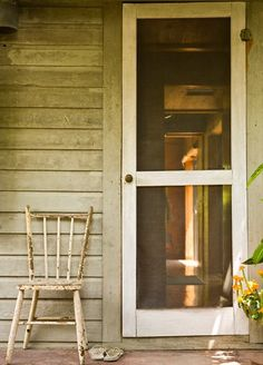 porches with old screen doors take me back to a very happy time in my life.childhood at my Grandparents' Old Screen Doors, Wooden Screen Door, Front Doors, Country Farmhouse, Country Life, Country Living, Farmhouse Door, Country Porches, Southern Living