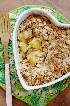 Vegan mango crumble uit de oven. Een heerlijk (zomers) ontbijt!