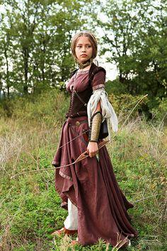 Платья ручной работы. Ярмарка Мастеров - ручная работа Средневековый костюм Лучница. Кожаный корсет, верхнее платье и нижня. Handmade.