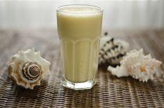 Paleo Pina Colada Smoothie - just 2 ingredients #dairyfree #glutenfree #paleo