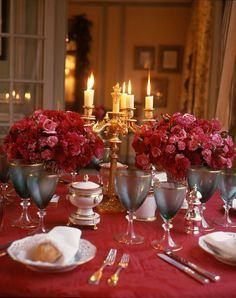 Beautiful Christmas Table Decorations, via Christmas Tablescapes, Christmas Table Decorations, Christmas Themes, Christmas Photos, Red Christmas, Beautiful Christmas, Carnation Colors, Centerpieces, Table Settings
