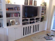 built in cupboards shelving Living Room Shelves, Living Room Decor, Living Spaces, Built In Furniture, Furniture Covers, Bookshelves, Bookcase, Corner Tv Unit, Built In Cupboards