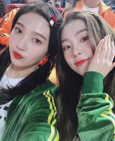 Criss Hallyu: Red Velvet ( : Selfies Part 121 Seulgi, Irene Red Velvet, Red Velvet Joy, Kpop Girl Groups, Korean Girl Groups, Kpop Girls, Park Sooyoung, Kim Yerim, Peek A Boos