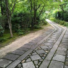 大徳寺塔頭・正受院 . 緑の中の石畳が綺麗でした。。。 . 2017/7/23 , #京都 #紫野 #大徳寺塔頭 #正受院 #石畳 #参道#関一政 #関盛衡 #蜂屋頼隆 #清庵宗胃 #寺院散策 #非公開
