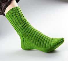 Treppenviertel | Sock knitting pattern perfect for kettle-dyed yarn. Cuff down with heel flap