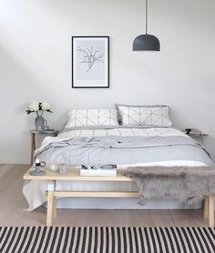 Спальня в цветах: желтый, серый, светло-серый, белый. Спальня в стиле скандинавский стиль.