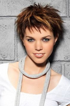 Short choppy haircuts are in fashion and they have ability to change your look. Short choppy haircuts are best suitable for men and women. Short Choppy Haircuts, Short Hairstyles For Women, Hairstyles Haircuts, Cool Hairstyles, Hairstyle Short, European Hairstyles, Choppy Cut, Choppy Bangs, Decent Hairstyle