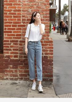Favored Spring Outfit Trends Ideas For 2019 - Putting together your spring fashion wardrobe is a lot of fun. After months of dark colors and heavy fabrics you now are able to put together an outfi. Fashion Trends 2018, Celebrity Fashion Outfits, Korean Fashion Trends, Asian Fashion, Fashion Models, Fashion Belts, Fashion 2020, Fashion Watches, Fashion Designers