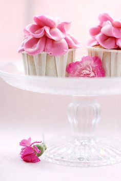 rose petals cupcakes