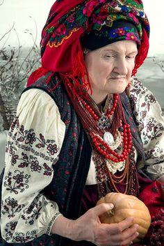 . Folk Fashion, Ethnic Fashion, Folk Costume, Costumes, Ukraine Women, Ukrainian Art, Russian Fashion, Beautiful Hijab, Traditional Dresses