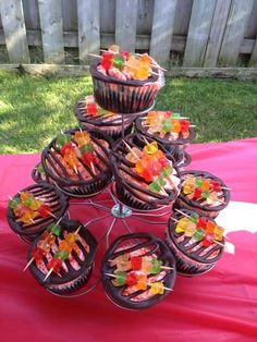barbecue theme cup cakes21 cupcake decorating: backyard barbecue inspired cupcakes