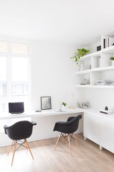 East Park Penthouse I Designer I Photographer I This white on white office has lots of hidden storage for… Guest Room Office, Home Office Space, Home Office Design, Home Office Decor, Home Decor, Apartment Office, White Office, Workspace Inspiration, Room Decor Bedroom