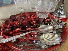 Chicken Wings, Christmas Gifts, Seasons, Gift Ideas, Glasses, Food, Xmas Gifts, Eyewear, Christmas Presents