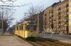 Berlin Tw 217 081 in der Dimitroffstraße, 13.04.1987.