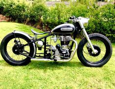 Custom bikes, classic and concept motorcycles from all over the world Triumph Bobber, Bobber Bikes, Bobber Motorcycle, Motorcycle Design, Triumph Motorcycles, Triumph Chopper, Triumph Bonneville, Concept Motorcycles, Cool Motorcycles