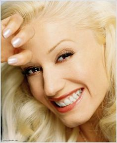 Tumblelog dedicated to Gwen Stefani, the girl who leads No Doubt but she also has a nice single career with the Harajuku Girls. Gwen Stefani 90s, Gwen Stefani No Doubt, Gwen Stefani And Blake, Gwen Stefani Style, Gwen And Blake, Blake Shelton And Gwen, Gwen Stephanie, Gavin Rossdale, Carrie Underwood